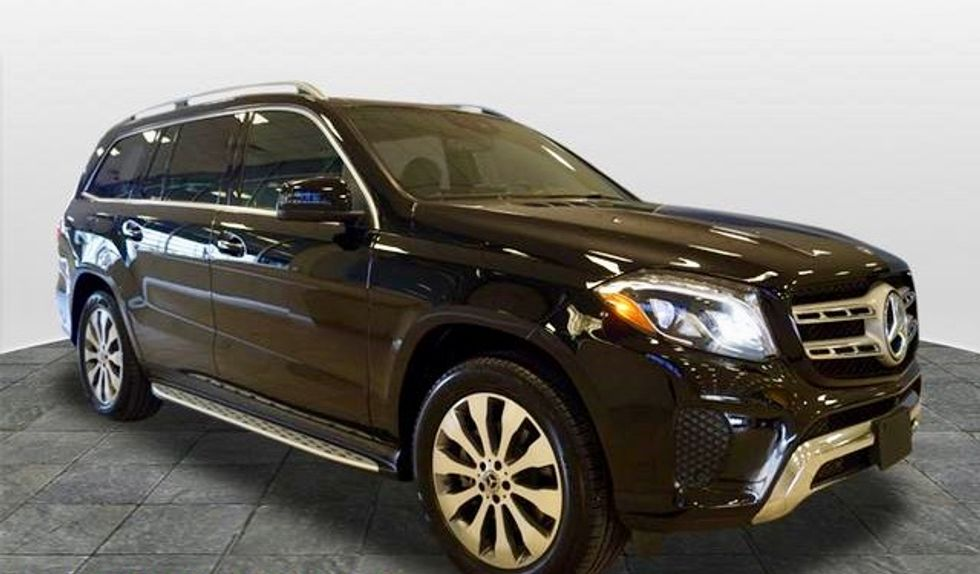 US built Mercedes-Benz SUV's held up by Chinese customs