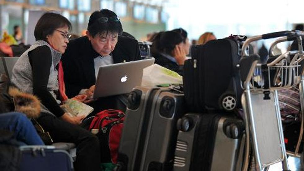U.S. aviation authorities will now let you keep your electronic devices on in flight