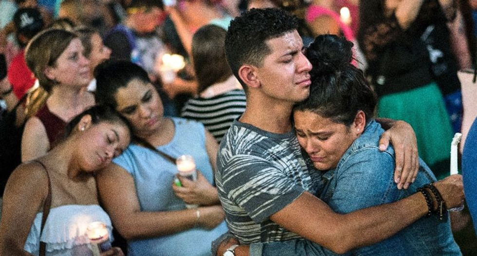 Obama to console grieving families in Orlando