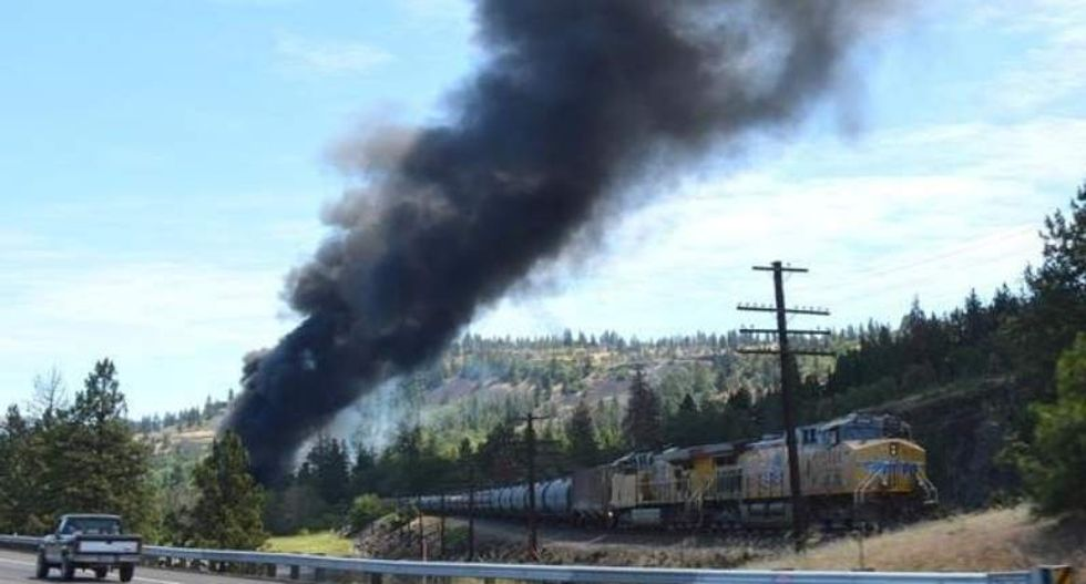 Oregon asks feds to ban oil transports by railroad after train derailment