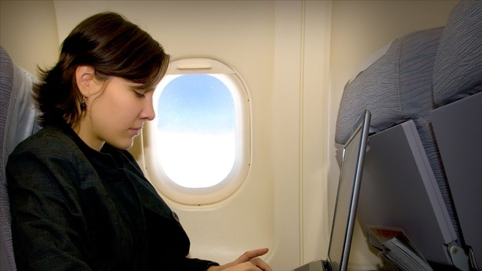 FAA panel: Relax rules on using personal devices in-flight