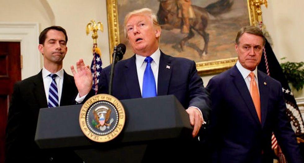 Trump, senators unveil bill to slash legal immigration to US