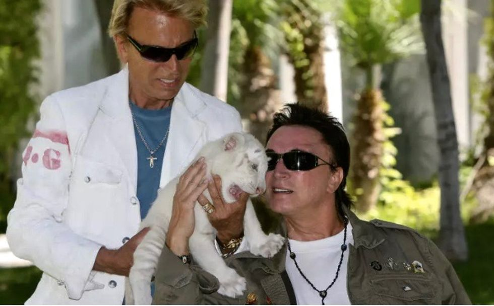 Roy Horn, of magical duo Siegfried and Roy, dies