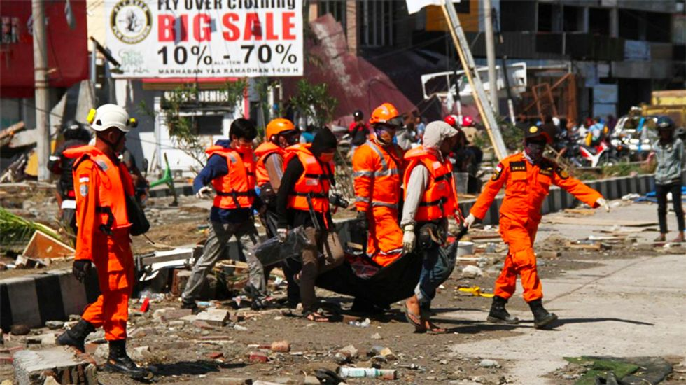 Toll of dead from Indonesian quake jumps to 832 dead as rescuers struggle