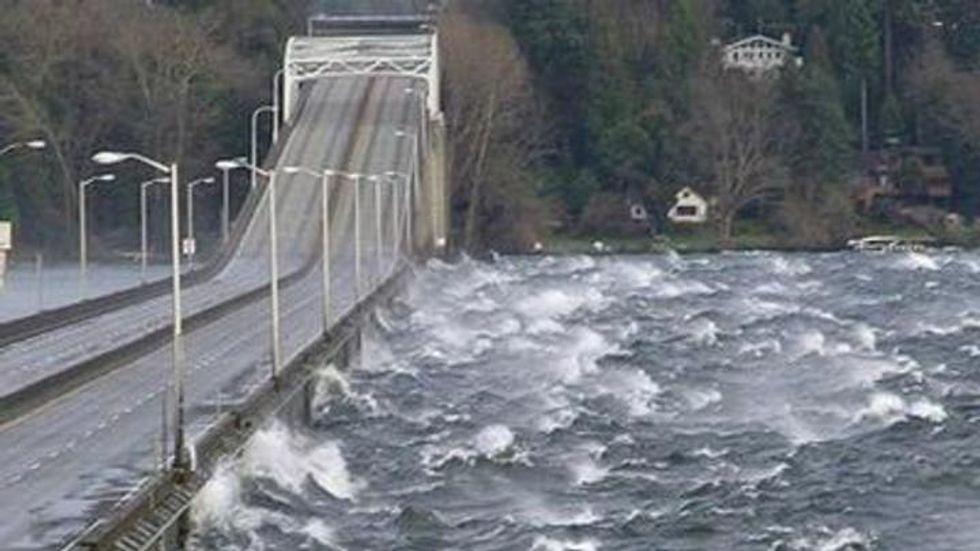Listen to harrowing 911 calls from people stuck on wind-whipped Washington bridge