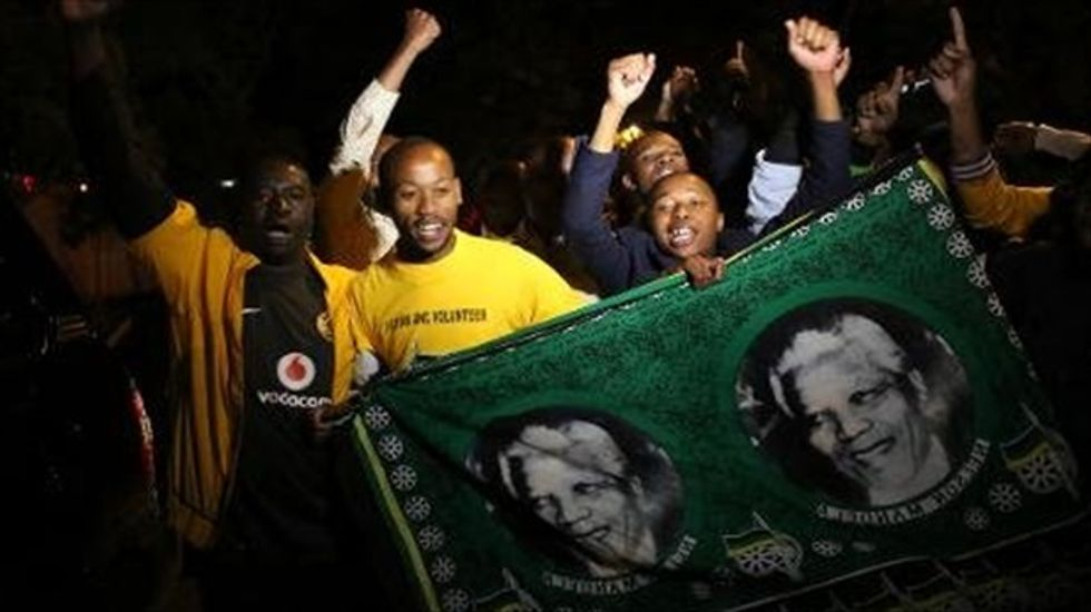 Nelson Mandela's death touches off tributes worldwide