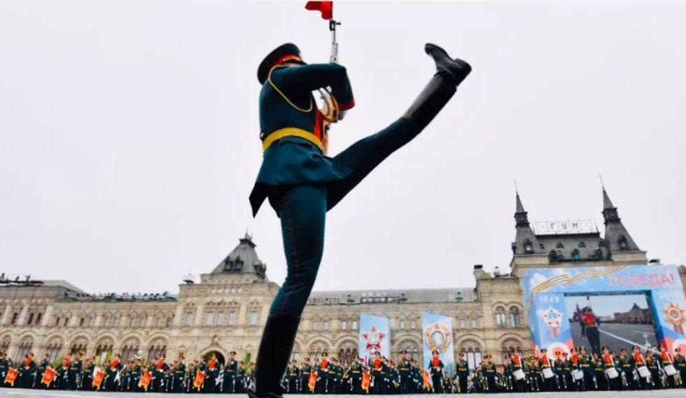 Russia virus peak 'passed', Putin orders WWII parade in June