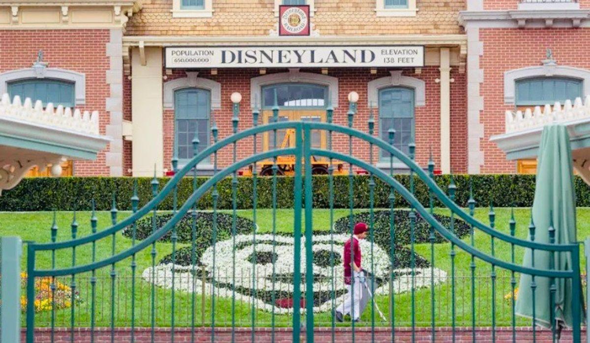 Disneyland opens mass COVID vaccination center