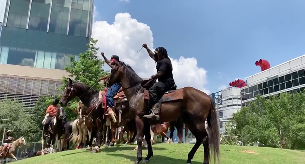 Horseback riding club rolls into Houston protests to stand in solidarity with protesters