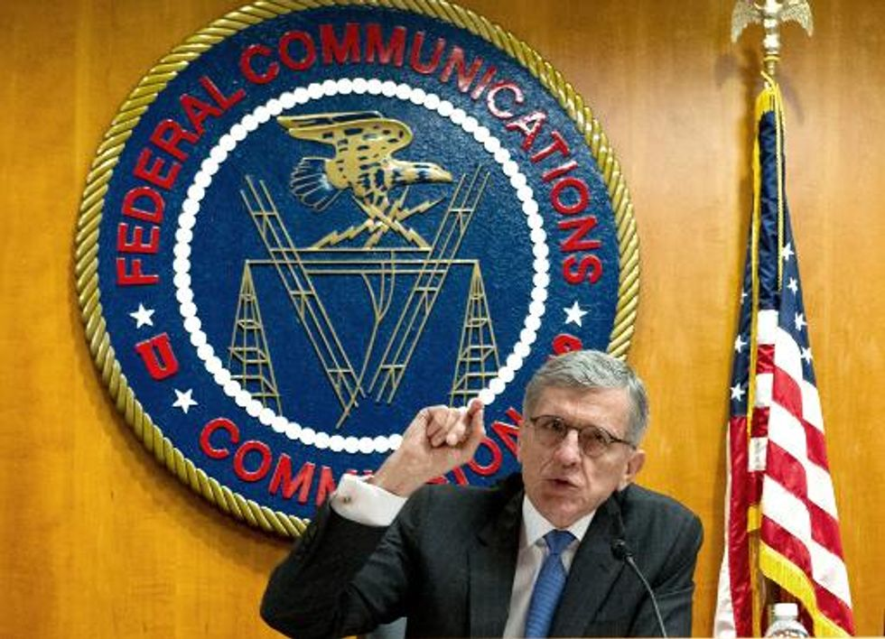 FCC votes to tentatively open Internet 'fast lanes' in 3-2 split
