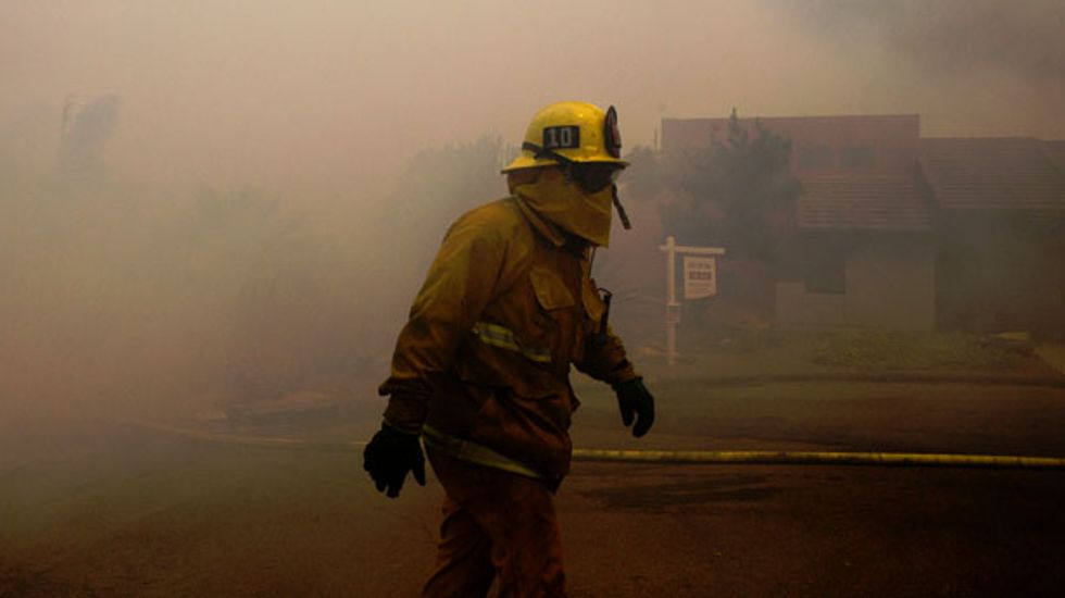 125,000 people flee their homes as wildfires rage through southern California