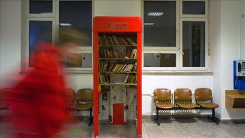 Czech duo begins converting old phone booths into mini-libraries