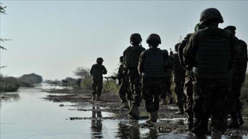 U.S. deploys small team of military advisers to Somalia