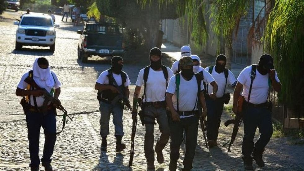 Armed citizens in more than 100 pick-up trucks seize Mexican town from drug cartel