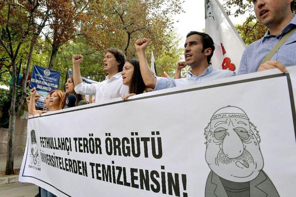 Turkey detains senior Gulen aide after coup attempt