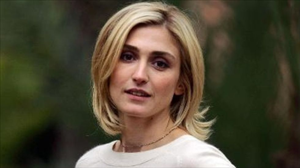 Actress sues magazine for calling her French president Hollande's mistress