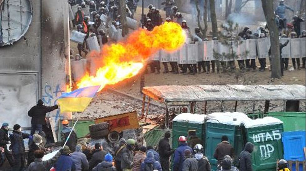 Pitched battle turns Kiev street into virtual warzone
