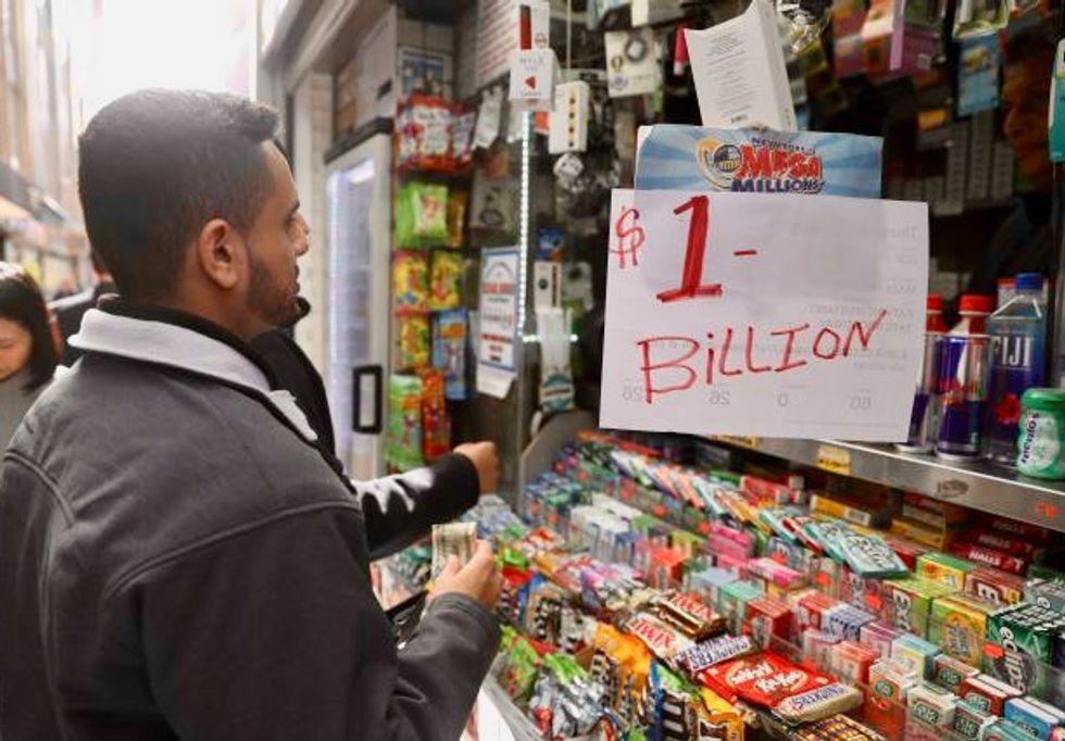 US lottery jackpots climb to $2.2 billion combined after no winners