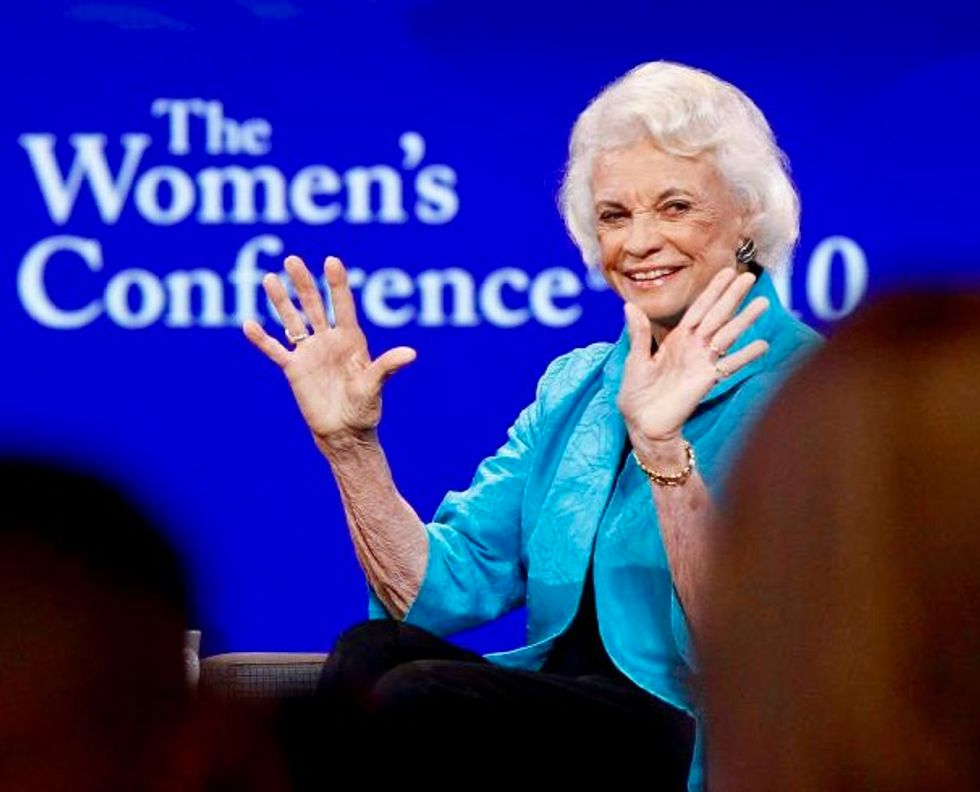 Trail-blazing retired US Justice O'Connor says she has dementia