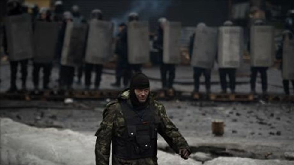Ukraine signs deal to end fighting as activists move to free opposition leader