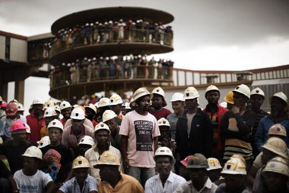 'Over 200 workers feared trapped' in South African illegal gold mine