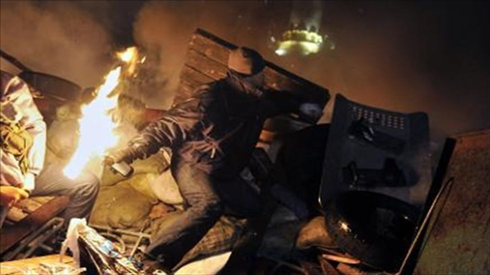 Kiev prepares for new battles as Obama warns of 'consequences'