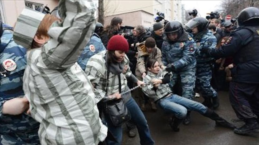 Hundreds detained as Russia sends anti-Putin activists to prison