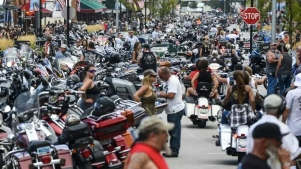 Motorcyclists shrug off 5 million coronavirus cases for big weekend in South Dakota
