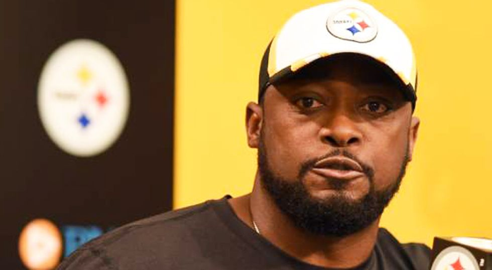 Entire team takes a knee: Pittsburgh Steelers to stay in locker room during anthem after Trump's attacks