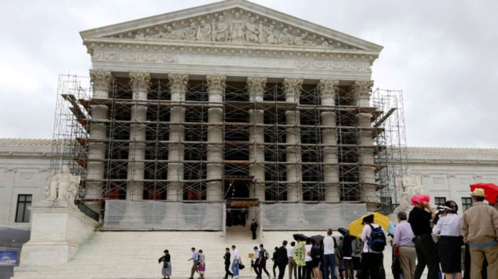 Supreme Court strikes down overall limits on federal campaign contributions