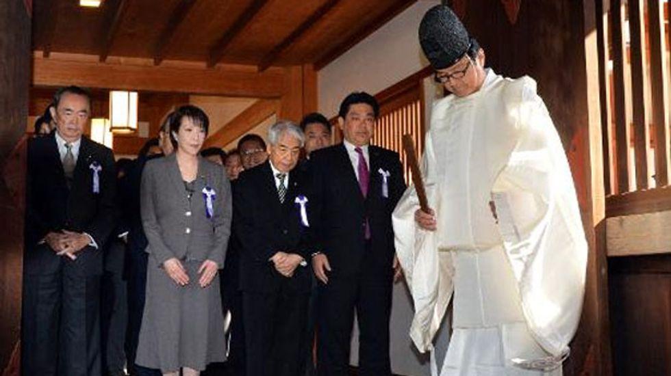 Japanese lawmakers visit Yasukuni war shrine on eve of Obama trip