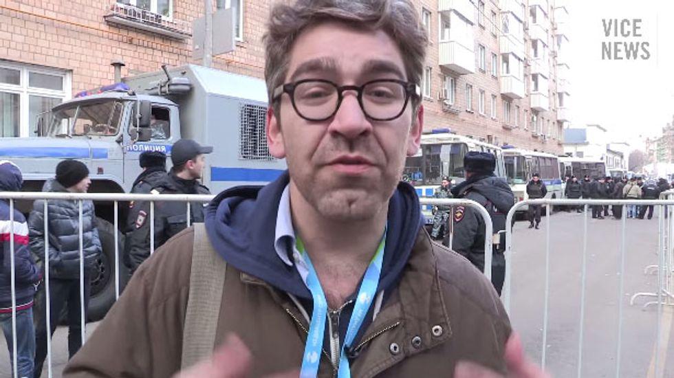 Pro-Russian militants take Vice News reporter Simon Ostrovsky hostage in Ukraine