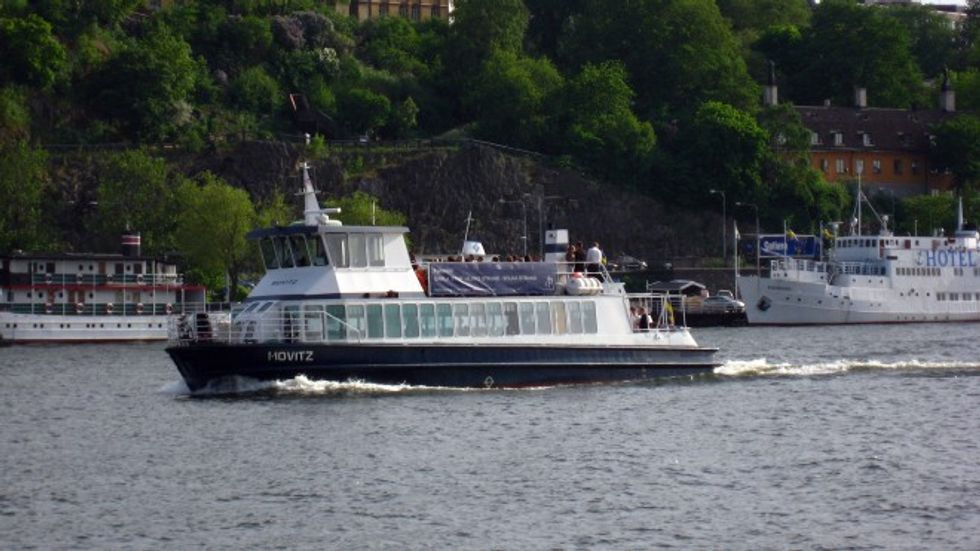 Converted 75-foot electric ferry can recharge in just ten minutes