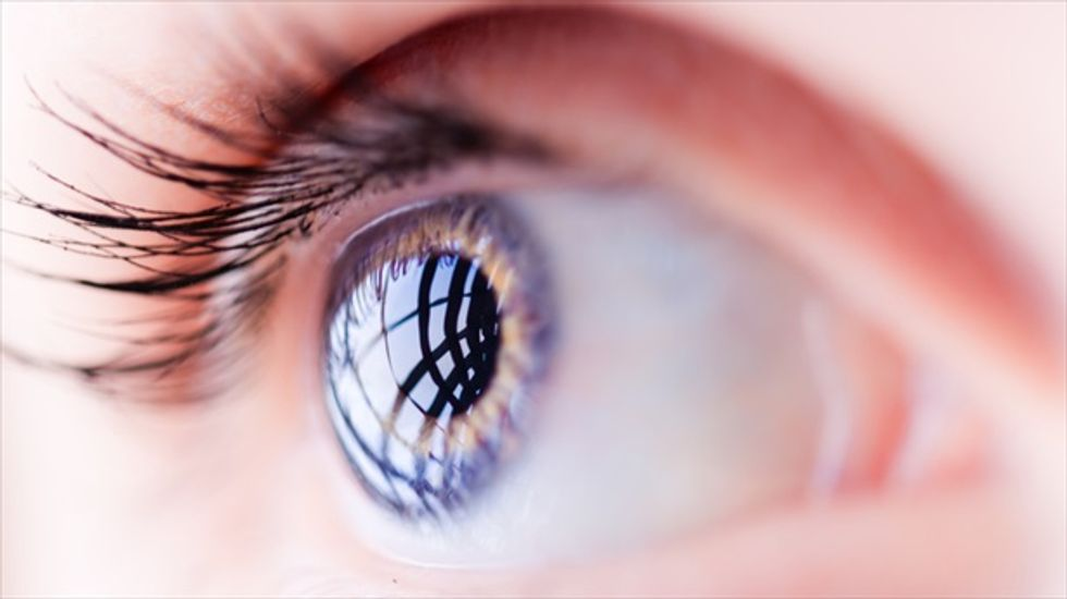 Scientists create contact lens that magnifies at the blink of an eye