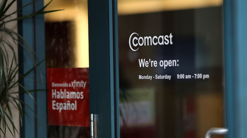 Eyeing mobile market, Comcast partners with Asian carriers