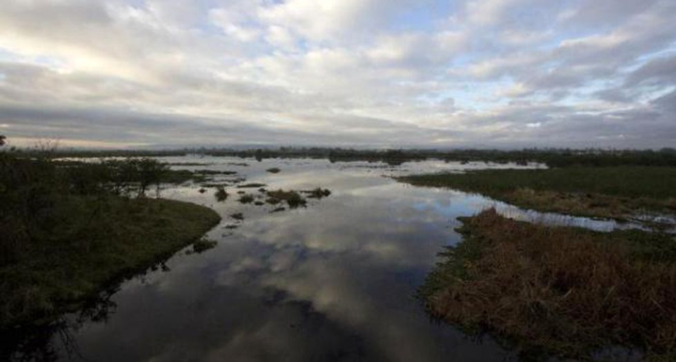 Oil spill leaves 100,000 Mexicans without water