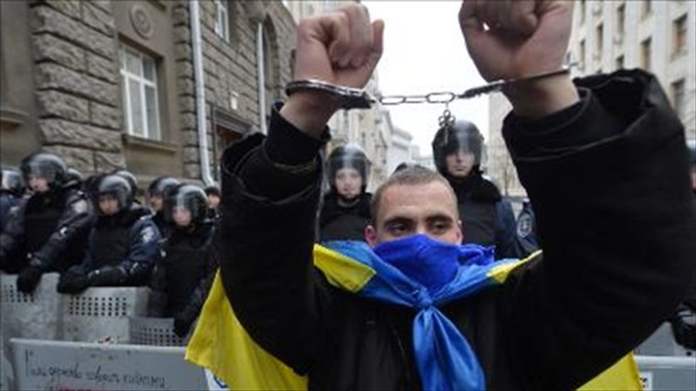 Ukrainian president defies U.S. and E.U. in signing anti-protest law