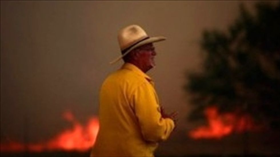 Thousands flee ahead of northern California wildfires