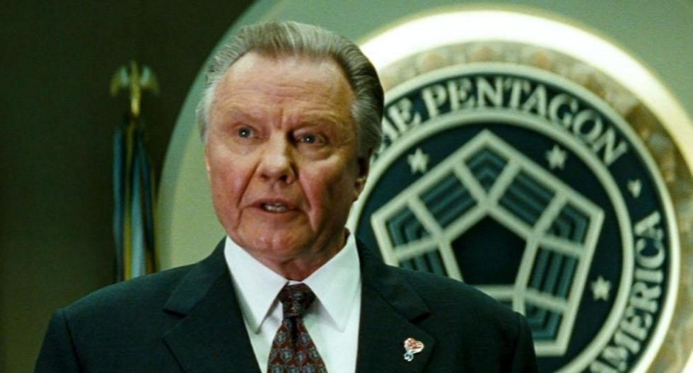 'Deliverance sequel': Internet in stitches as Jon Voight throws his name in the ring for Trump's next chief of staff