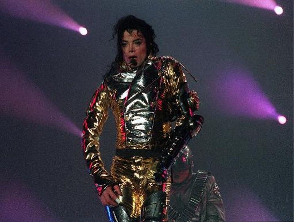 Michael Jackson 'back' as hologram featured at 2014 Billboard Awards