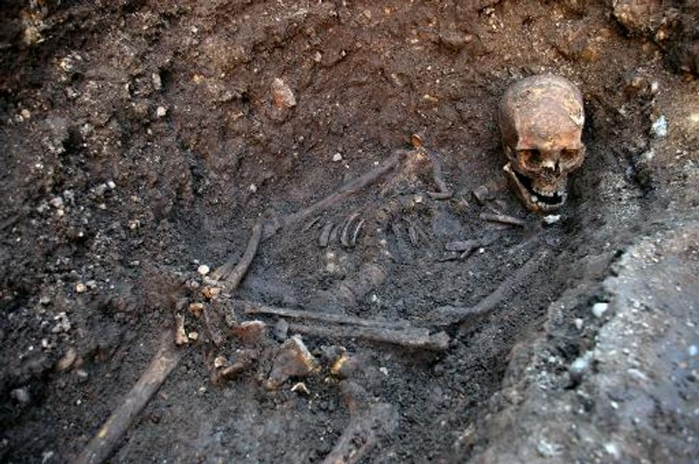 Richard III's makeshift grave opens to public