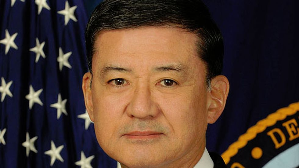 Veterans Affairs secretary Eric Shinseki resigns, Sloan Gibson named as acting chief