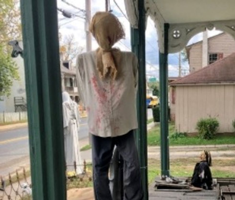 Homeowner refuses to take down hanging man, says 'it's not racially motivated'