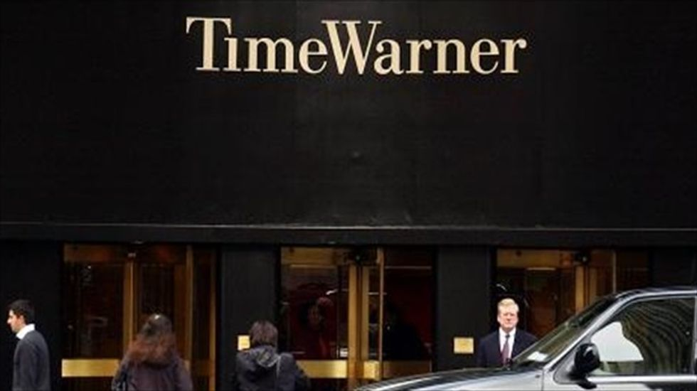 FCC pauses Comcast-Time Warner merger review until January 12