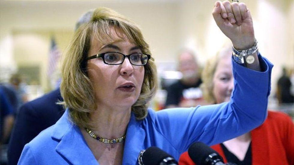 Former congresswoman Gabrielle Giffords seeks to rally women on gun control push