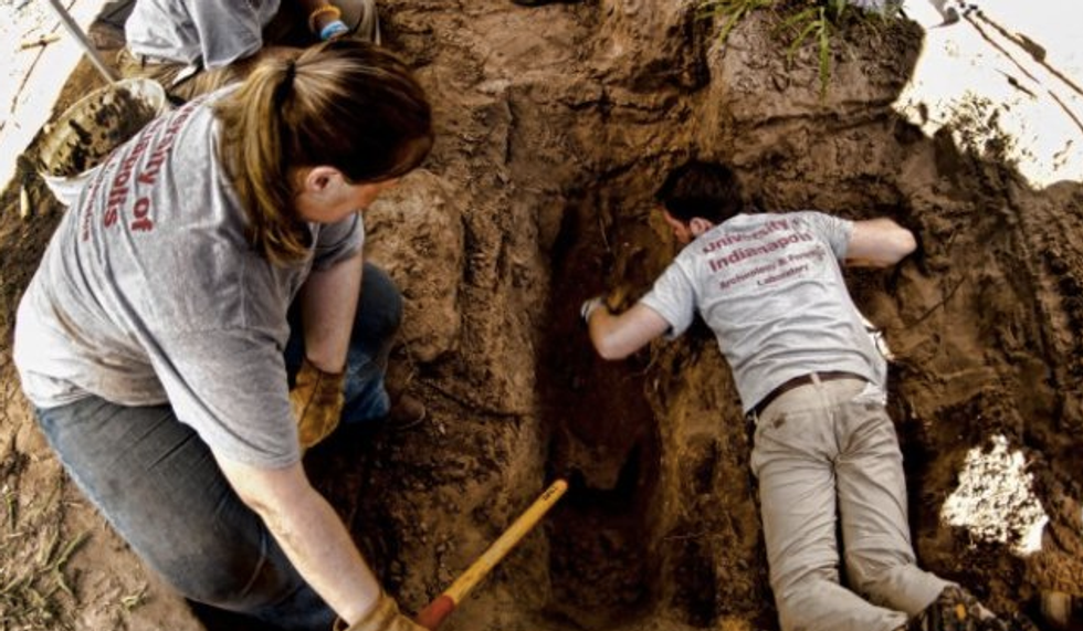 Researchers in south Texas find mass grave with bodies of more than 100 migrants