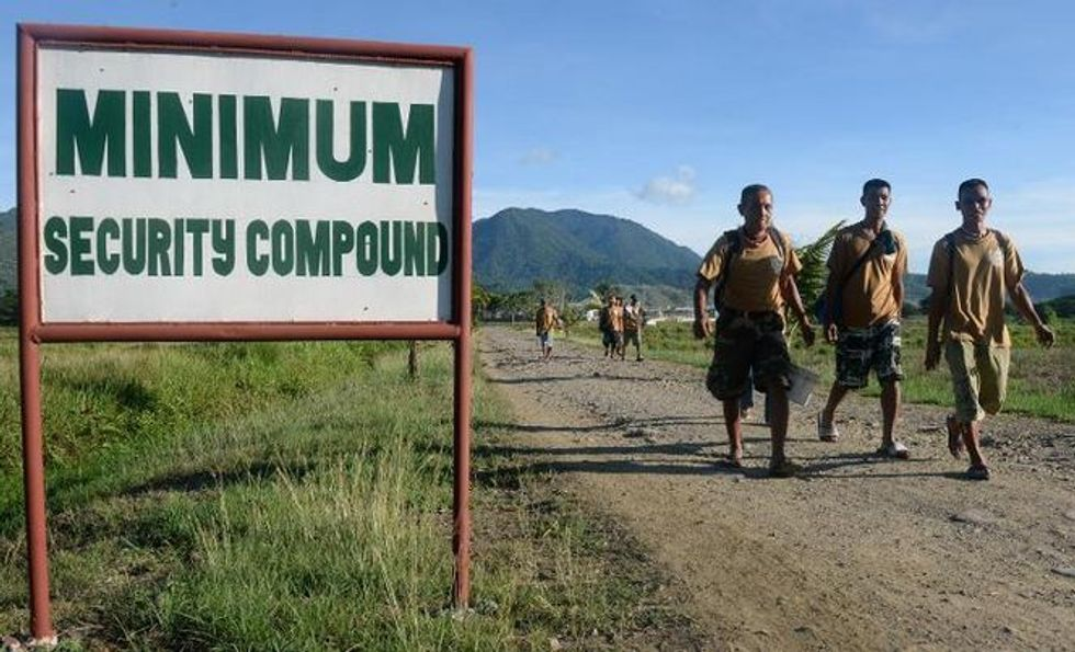 Murderers armed with machetes wander grounds at Philippine prison