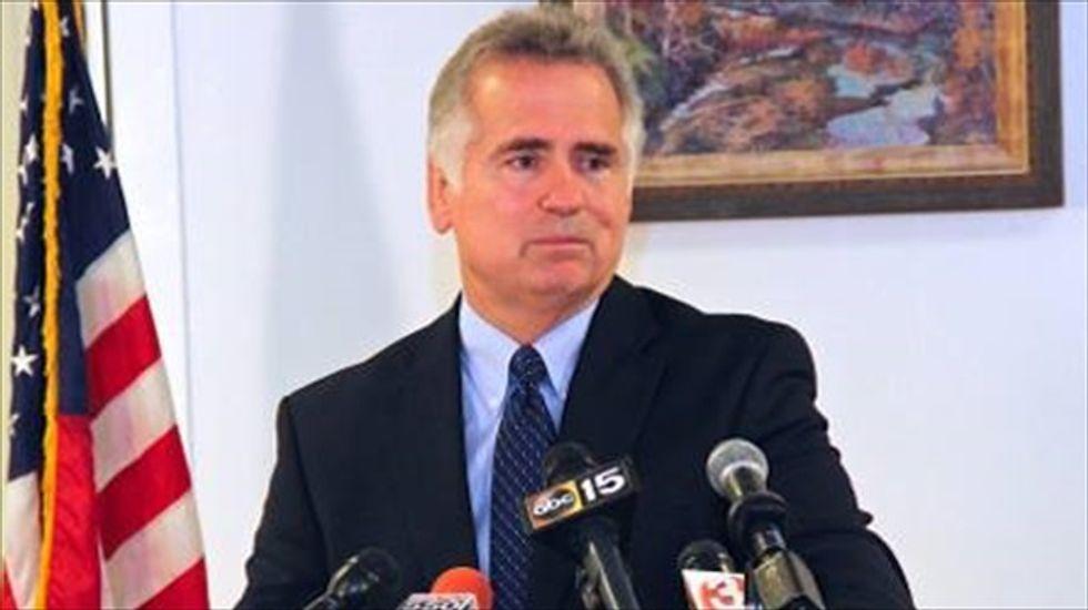 Sobbing AZ schools chief apologizes for offensive online comments but won't quit