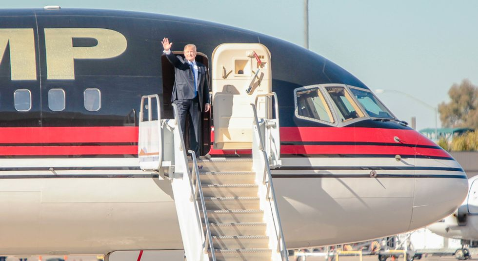 Paul Manafort tricked Trump into switching from Christie to Pence by faking airplane malfunction