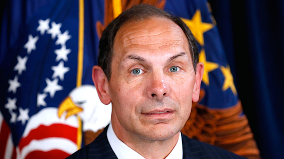 VA secretary apologizes for misstating that he served in special forces